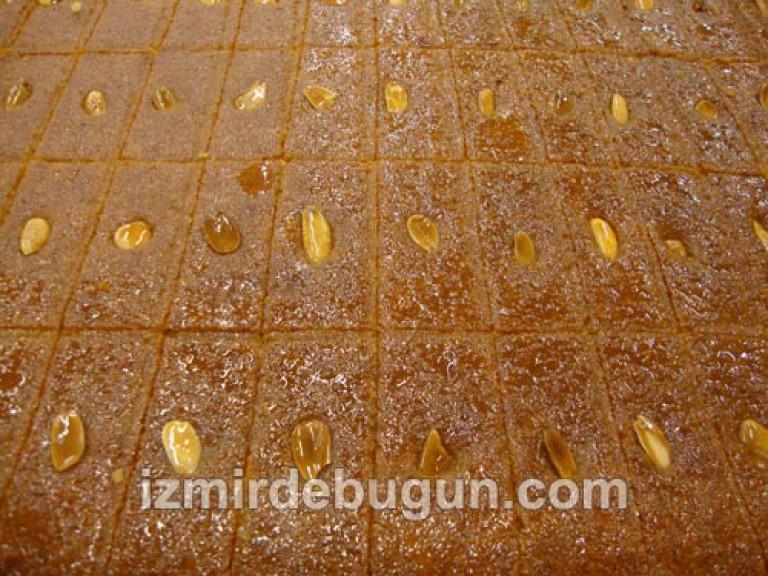 """En güzel şerbetli tatlılardan biri olan Şambali,aynı zamanda """"İzmir Tatlısı"""" olarak da bilinir."""
