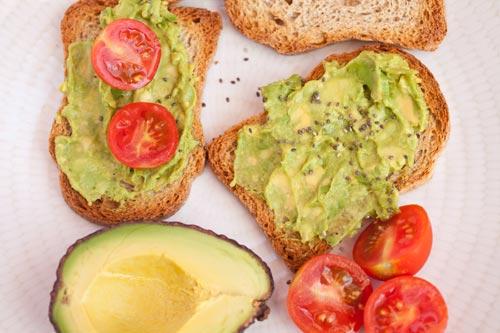 avokadolu tahıllı ekmek