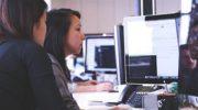 Masa başında uzun süre oturarak çalışanlar dikkat